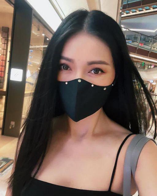 Amber Chia wearing Dazzling Dream Raw Silk Face Mask